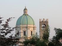 Brescia, il Duomo e la torre del Broletto