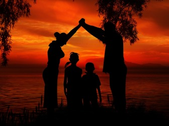 family-1466260_1280